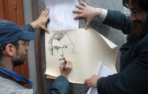 Виктор Корб создает портрет Роберта Рождественского